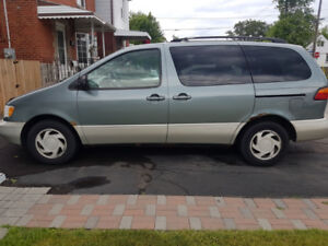 Good Condition 1998 Toyota Sienna LE Minivan