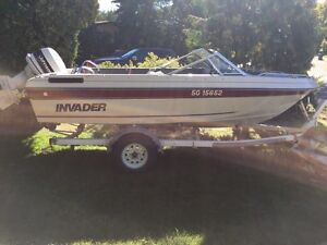 1990 V160 Invader with 90HP Johnson Outboard (Mint Interior)