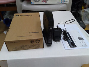 MOTOROLA CABLE MODEM  WITH AC ADAPTER (New)