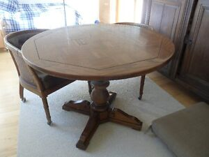 Vintage- wood table with 4 chairs / table en bois avec 4 chaises Gatineau Ottawa / Gatineau Area image 2