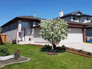 Great Home For Sale in St. Albert!