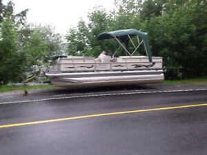 PONTOON BOAT 20-21  FABRITEK SIERA 2004 CRUISING MODEL