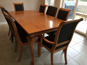 solid maple dining kitchen table set like newlike new solid maple dining set buy sell items tickets or. Interior Design Ideas. Home Design Ideas
