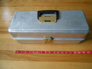 Vintage coffre a peche UMCO USA, vide, Fishing tackle box