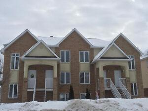 Grand Condo De Construction 2007 - 5 Minutes d'Ottawa - Aylmer