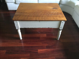 Harvest coffee table in antique pine plank