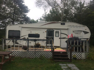 2011 Rockwood Signature UltraLite 5th wheel trailer