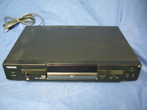TOSHIBA SD-3108C DVD VIDEO PLAYER WITH SE-R0002 REMOTE