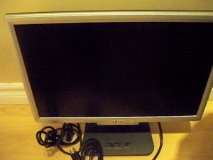 ACER 19 INCH MONITOR LCD WIDE SCREEN EXCELLENT WORKING CONDITION Stratford Kitchener Area image 1
