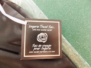 LINGERIE TRAVEL SAC - NEW WITH TAGS London Ontario image 3