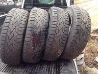 4 pneus p245/70r17 geotrak 100$ Négociable pour les 4
