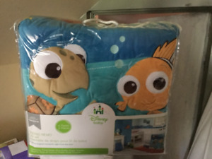 Brand new Finding Nemo Bedding set and lamp