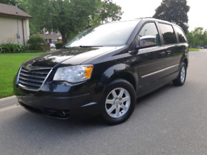 2010 Chrysler Town & Country Touring 4.0L Clean car Fax