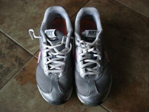 Nike Shox size 6.5 women or 4.5 youth London Ontario image 2