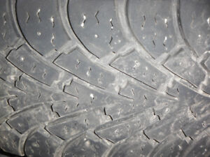 pneus good year nordic winter 205-60r16  sur rim 5 trous