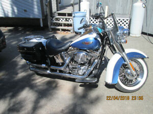 LIKE NEW LOW KILOMETER 2005 HARLEY SOFTAIL DELUXE
