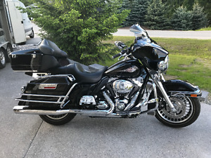 2009 Black Electra Glide Classic - Excellent Condition