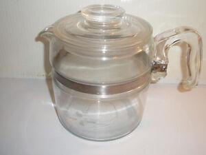 Théière en pyrex 6 tasses,antique,excellente condition.