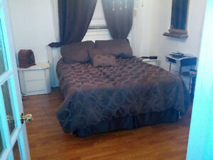 Room for rent for female, near Mohawk College, Heat ,Air conditi