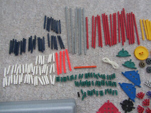 Over 300 Pieces of K'Nex With A Carrying Case Kitchener / Waterloo Kitchener Area image 2