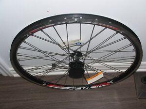 Roue velo 26 pouces neuve/26 inch front wheel brand new