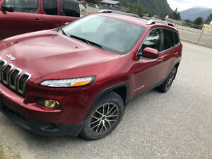 2015 Cherokee 4x4 North Edition (LOW KMS)