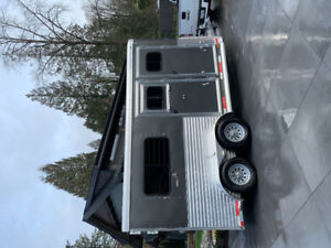 2017 Lakota WarmBlood horse trailer