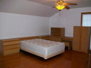 Mobilier set de chambre 2 commodes armoires étagère tête et lit