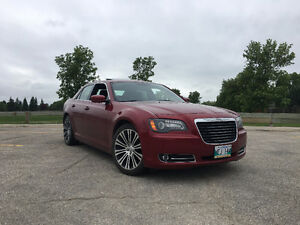 2013 Chrysler 300S (40,000KM ,Panoramic Roof,Beats By.Dre)