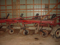 International 710 Plow  - 5 furrow