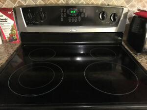 Electric Range for sale in excellent condition