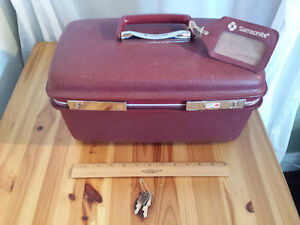 Vintage Samsonite Train Make Up Case with Keys