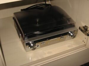 am/fm stereo turntable