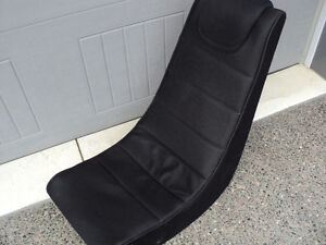 ~GAMING CHAIR~ SITS ON FLOOR ~ IDEAL FOR YOUNG CHILDREN & TEENS