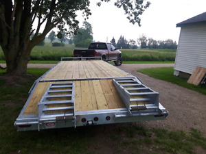 2018 25' deckover trailer with ramps