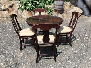 Meubles en bois de qualité, tables, miroir, fauteuil, lampes