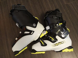 Never used men's ski boots size 8.5