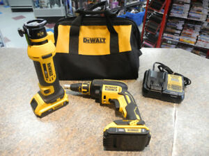 Dewalt 2PC Combo Kit Cut-Out Tool/ Drywall Screw Gun