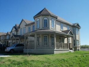 END UNIT townhouse - Fairwinds Kanata