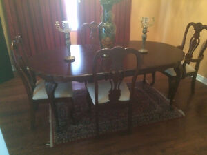 Dining Room Set - Table + Chairs - GREAT Condition Oak