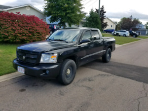 2008 Dodge Dakota 4x4 everything works includes cover