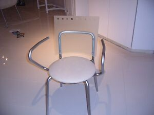 BEVELLED GLASS DINING TABLE AND CHAIRS West Island Greater Montréal image 3