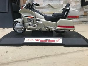 Honda Gold Wing  Motorcycle GL1500 Die Cast 1:10 scale