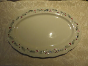 Holly & Berries Oval Platter