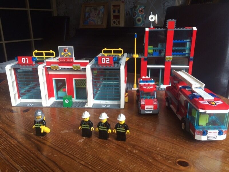 Lego Fire Station 7208 Complete With Instructions In Fleet