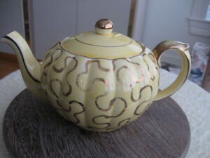 DAZZLING OLD EYE-CATCHING VINTAGE GIBSON CHINA TEA POT