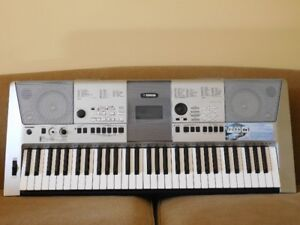 Yamaha PSR-E413 Keyboard with Carrying Case
