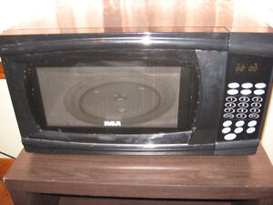 RCA  MICROWAVE  BLACK  ( WORKS GREAT ) $35.00