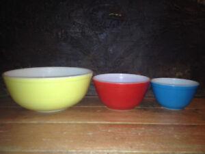 Vintage Pyrex Primary Colour Bowl Set