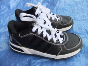 Boy's youth size 6 Adidas Basketball Running Shoes A+ Condition